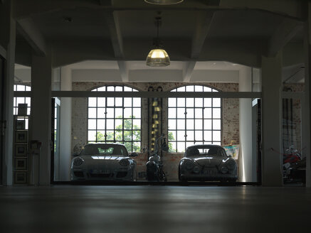 Porsche 911, Porsche 356 and a Harley Davidson parking in a loft garage - BSC000453