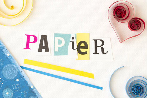 Writing 'Papier', wrapping paper and quilling elements - CMF000249