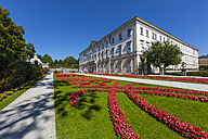 Austria, Salzburg, view to Mirabell Castle with Mirabell Garden in the foreground - AM004007