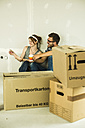 Couple moving house looking at colour samples - UUF004192