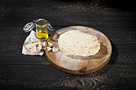 Pizza dough, yeast and olive oil - MAEF010444