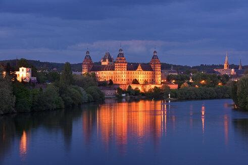 Germany, Aschaffenburg, Schloss Johannisburg at night - FD000094