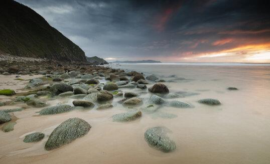 Spain, Galicia, beach Campelo - RAEF000183