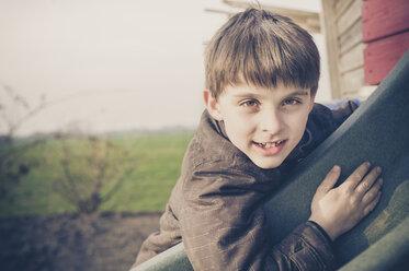 Portrait of smiling boy - MJF001525