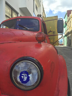 vintage car with Che picture on light Havana, Cuba - FB000389