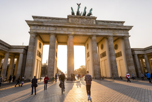 Germany, Berlin, Berlin-Mitte, Brandenburg Gate, Pariser Platz - EGB000074