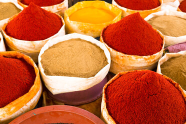 Morocco, Guelmim, spices at a market - FCF000662