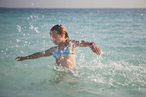 Tanzania, Zanzibar Island, girl spashing in the sea - HR000025