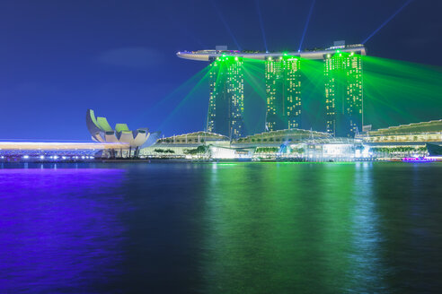 Singapore, Marina Bay, Marina Bay Sands Hotel and ArtScience Museum, laser show - GWF004023