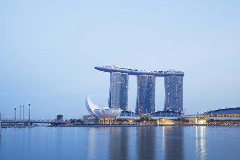 Singapore, Marina Bay, Marina Bay Sands Hotel, ArtScience Museum, Marina Bay Promenade and Shopping Mall - GWF004026