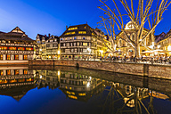 France, Alsace, Strasbourg, La Petite France, Half-timbered houses, L'Ill river, Restaurant at Place Benjamin Zix - WDF003103