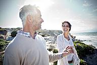 South Africa, couple enjoying holidays at the coast - TOYF000771
