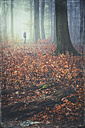 Man standing in the forest - DWI000509