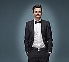 Portrait of arrogant looking man wearing suit and bow tie - RH000866