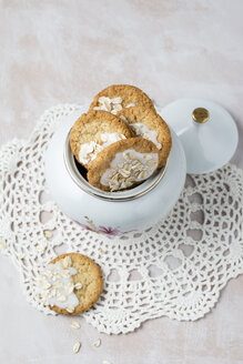 Pot of flapjacks with sugar icing - MYF000998