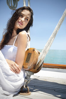 Brunette young woman on a sailing ship - TOYF001039