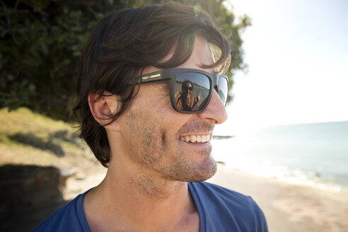 South Africa, portrait of smiling man wearing sunglasses - TOYF001034