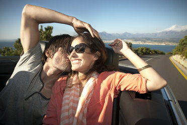 South Africa, happy couple driving in a convertible - TOYF000985