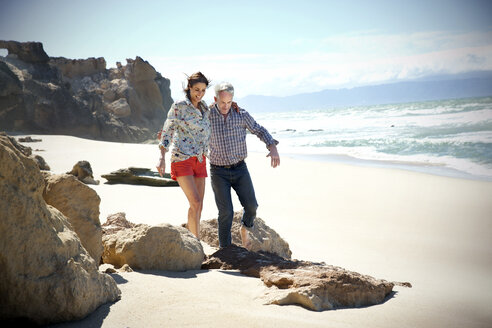 South Africa, couple walking on the beach - TOYF001016