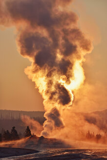 USA, Wyoming, Yellowstone National Park, Upper Geyser Basin, Old Faithful Geyser steaming at sunrise - RUEF001607