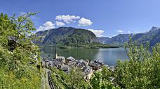 Austria, Salzkammergut, Hallstatt at Lake Hallstatt - RUEF001619