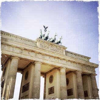 Germany, Berlin, Brandenburger Tor - EGB000116