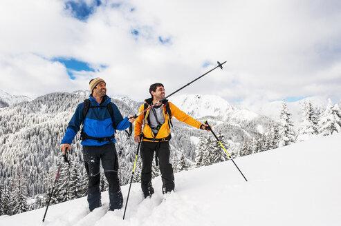 Austria, Altenmarkt-Zauchensee, two ski mountaineers on their way to Strimskogel - HHF005366