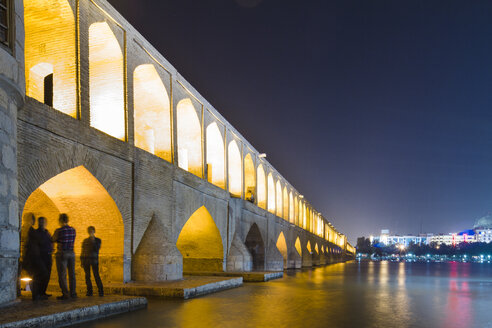 Iran, Isfahan, lighted arch bridge Siosepol in the evening - FLF001134