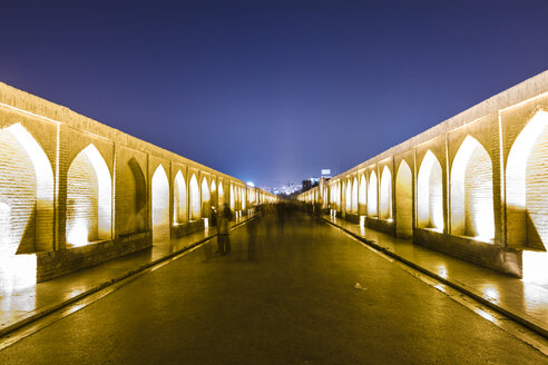 Iran, Isfahan, lighted arch bridge Siosepol in the evening - FLF001135