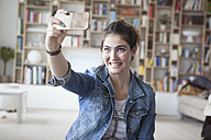 Young woman taking a selfie with smartphone at home - RBF002872