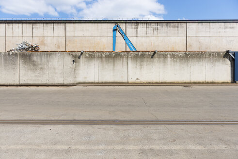 Germany, Duesseldorf, Industrial harbour, recycling yard - VIF000306