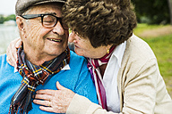 Happy senior couple - UUF004515