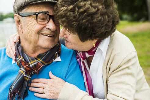 Happy senior couple - UUF004515