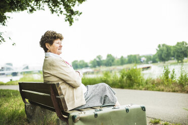 Senior woman sitting on bench - UUF004542