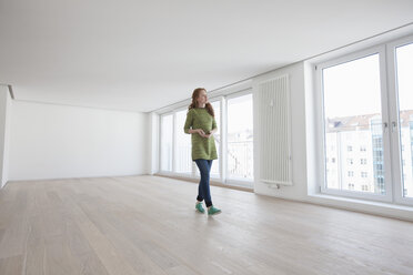 Young house-hunting woman viewing modern flat - RBF002770