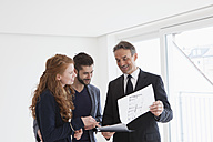 Young couple viewing flat with estate agent - RBF002789