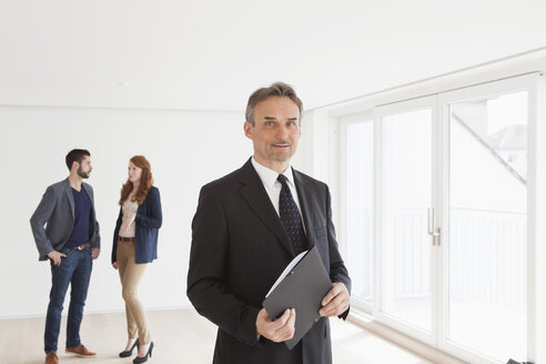 Young couple viewing flat with estate agent - RBF002792