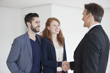 Young couple viewing flat with estate agent - RBF002803