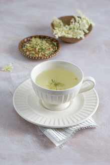 Cup of elder flower tea and bowls of fresh and dried elderflowers - MYF001021