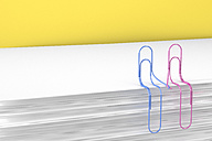 3D Rendering, paper clips holding hands - AHUF000013