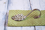 Spoon of dried green peas on cloth - SBDF002033