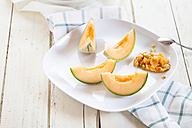 Plate with sliced and pitted Charentais melon - SBDF002006