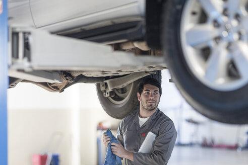 Car mechanic at work in repair garage - ZEF005691