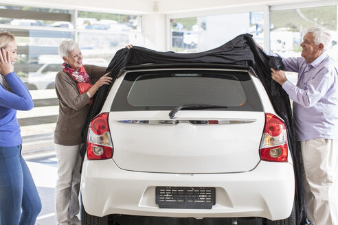 Father and mother unveiling new car as gift for the daughter - ZEF006364