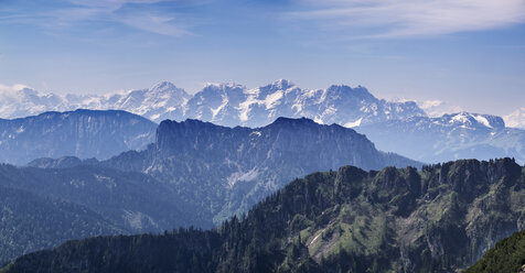 Germany, Bavaria, Chiemgau Alps, view from Hochfelln southwards to Hoerndlwand and Loferer Steinberge - SIEF006617