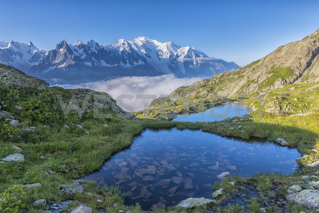 France, Mont Blanc, Lake Cheserys, small lakes in the morning - LOMF000027 - Lorenzo Mattei/Westend61