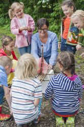 Germany, Children learning how to build a wooden raft - MJF001566