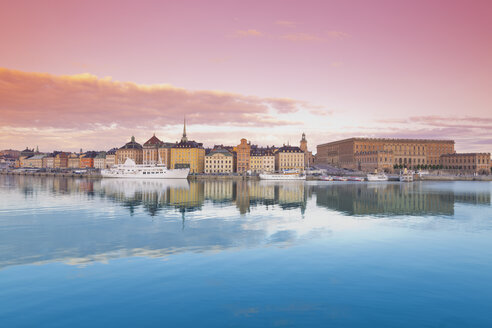 Sweden, Stockholm, View on the Royal Palace and Gamla Stan, old town - MSF004651