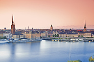 Sweden, Stockholm, view from Soedermalm to the old town in the evening - MSF004669