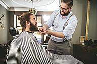 Barber brushing beard of a customer - MADF000340